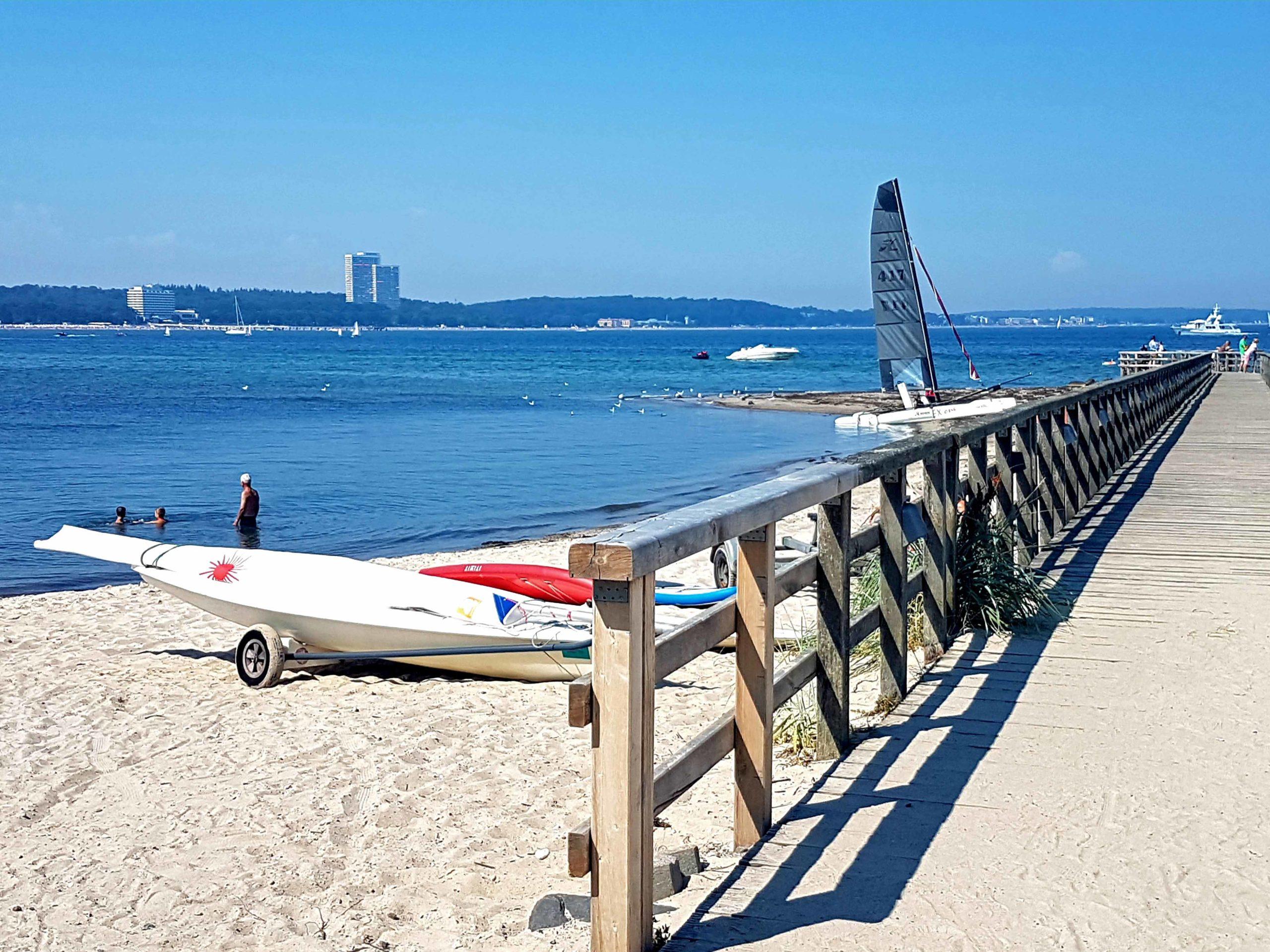 Niendorf Strand mit Boot