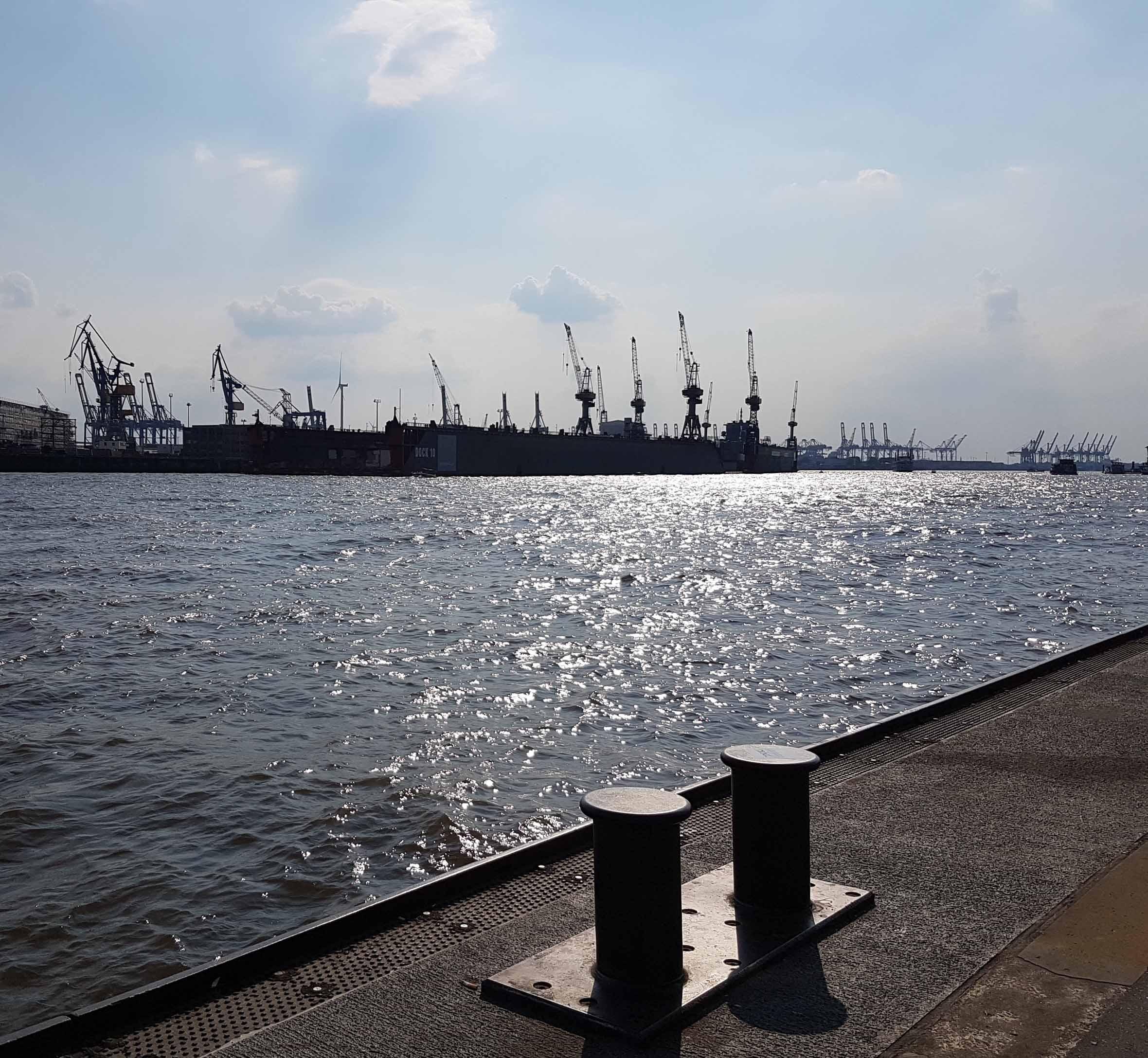Hamburg Blick auf Hafenkräne