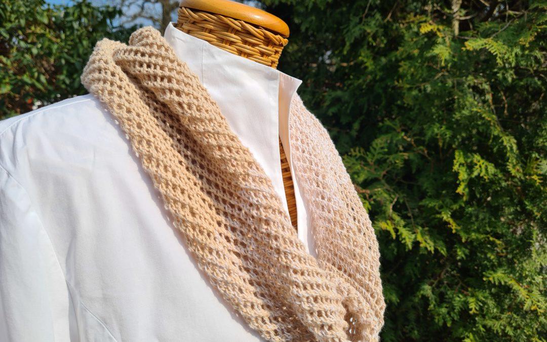 Sommerlicher Loopschal – Netzmuster beige/weiß – reine Baumwolle