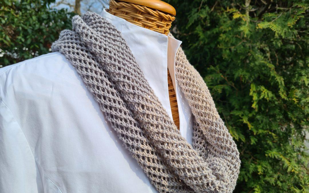 Sommerlicher Loopschal – Netzmuster grau/beige- reine Baumwolle